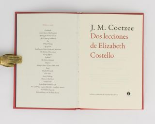 Dos Lecciones de Elizabeth Costello. [Spanish translations of two stories, 'As a Woman grows Older' and 'The Old Woman and the Cats']