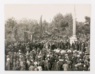A large vintage gelatin silver photograph of the unveiling of the monument to Colonel William Light in Adelaide on 21 June 1905. Colonel William LIGHT, John GAZARD.